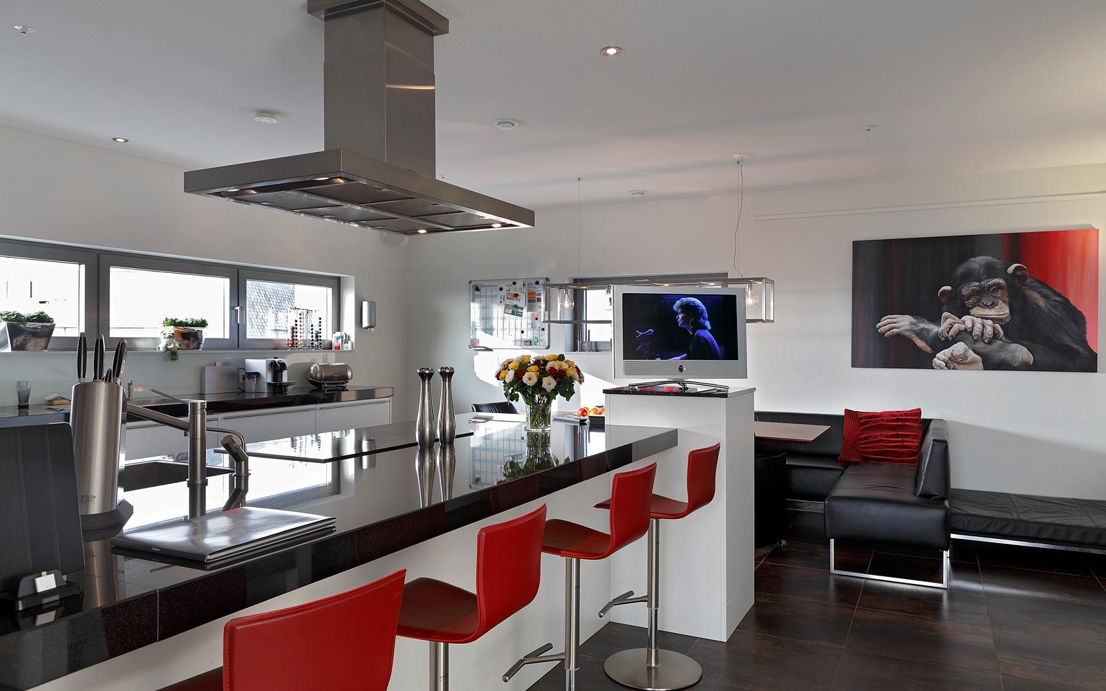 Keuken, kookeiland, bar, krukjes, strak, wit, afzuigkap, ruimtelijk, penthouse, Crepain Binst