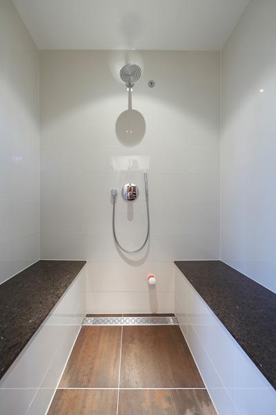 Badkamer, inloopdouche, regendouche, sanitair, penthouse, Crepain Binst