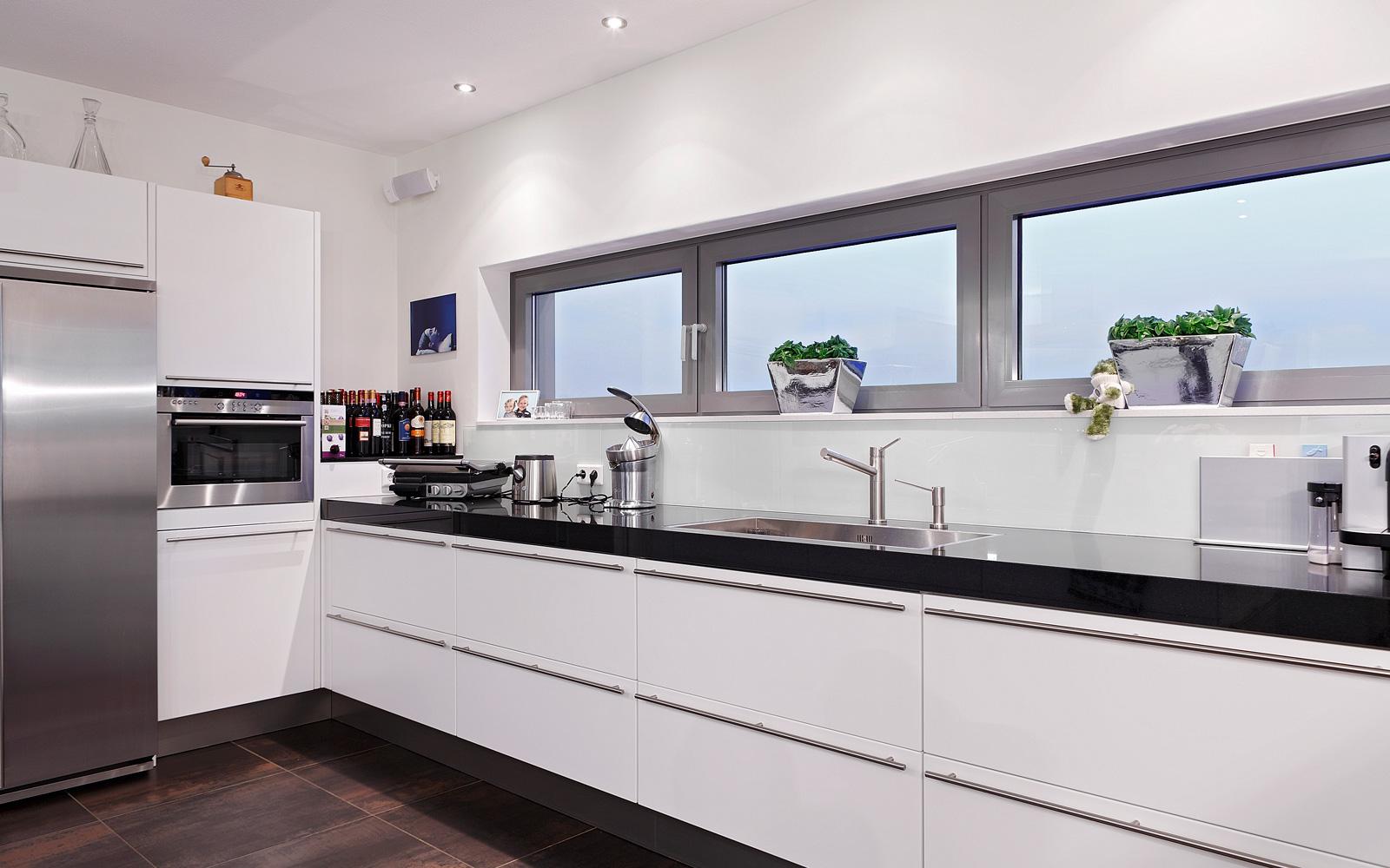 Keuken, strak, wit, aanrecht, koelkast, ASWA Keukens penthouse, crepain Binst