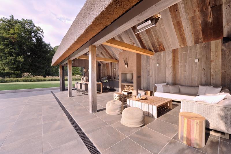 Studio REDD heeft de architectuur van het tuinhuis ontworpen.