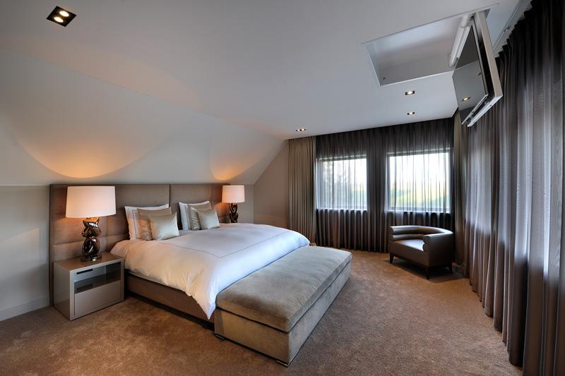 Het grootte bed zorgt voor het optimale comfort.