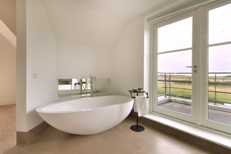 Sjartec heeft ervoor gezorgd dat de badkamer over de nodige luxe beschikt.