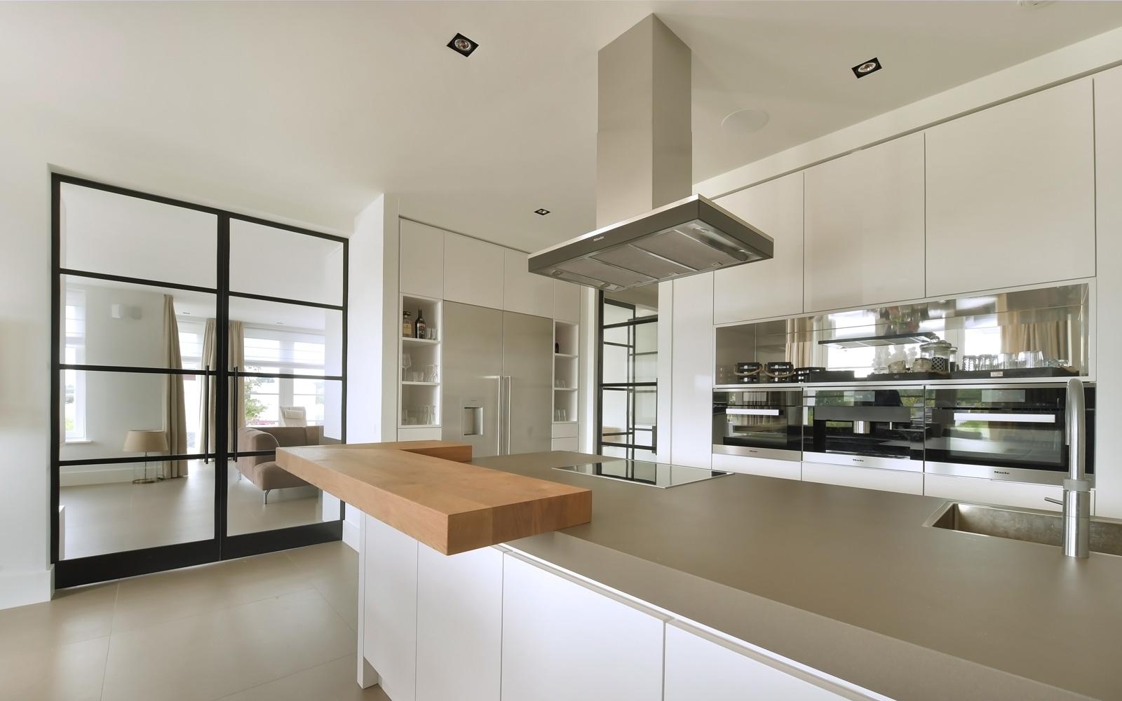 Kuivenhoven Keukens is verantwoordelijk voor de moderne keuken.