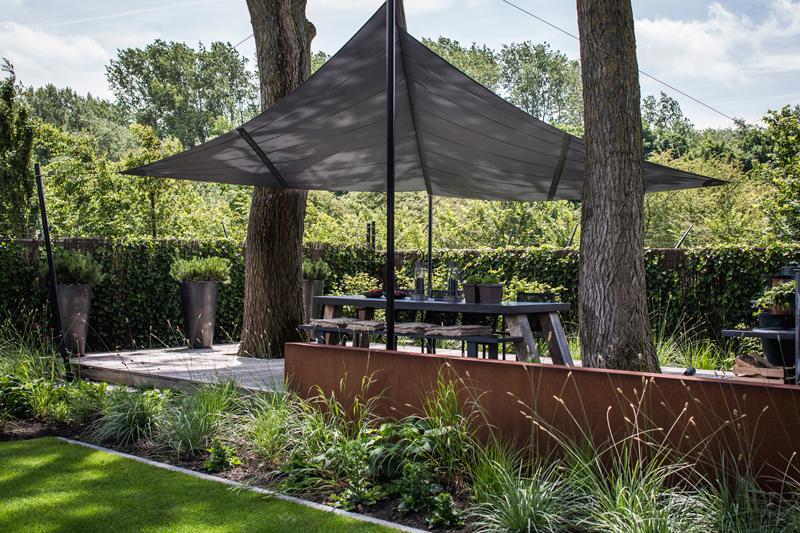 The Art of Living, Exclusief wonen, Sunsquare, zonnezeil, tuin, tuinarchitectuur, tuinontwerp, tuininrichting, tuininspiratie, vlonder