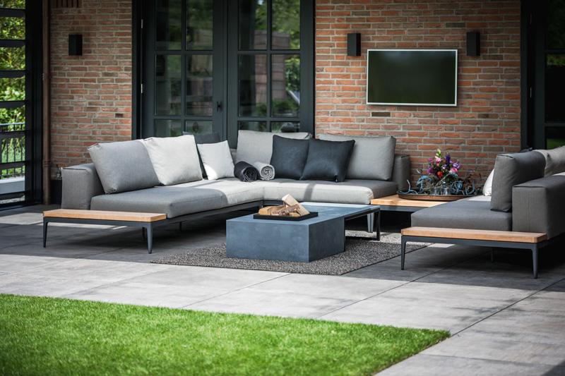 The Art of Living, Exclusief wonen, Studio Redd, televisie, tegelvloer, lounge, bankstel, kussen, tuinontwerp, tuininrichting