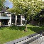 The Art of Living, Exclusief wonen, Soontiëns Hoveniers, jaren '70, woning, villa, Aannemers Jansen & Vis, tuin, exterieur, grasveld, design