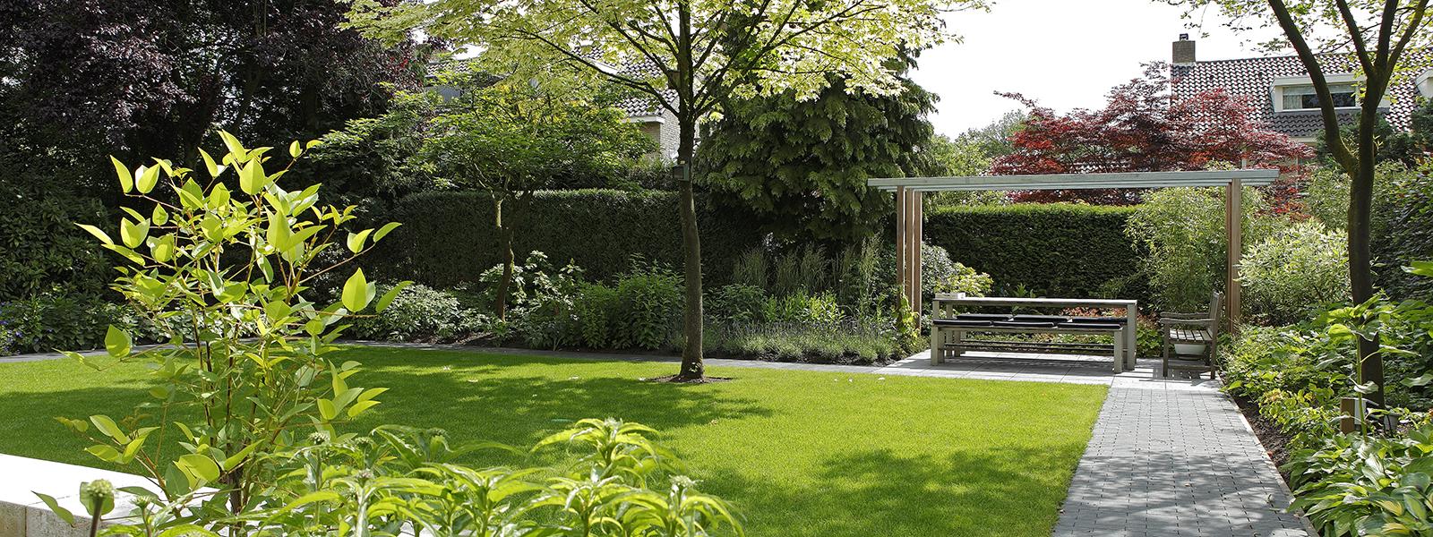 The Art of Living, Exclusief wonen, Soontiëns Hoveniers, villa, tuin, moderne tuin, strakke tuinarchitectuur, gras, villawijk