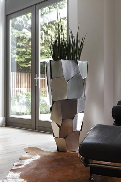 The Art of Living, Exclusief wonen, Interieurarchitect B-TOO, kunst, kunst meubilair, H&T Vloeren, interieur plant, lichtinval, tapijt, glas, modern