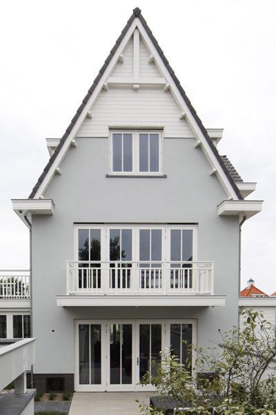 The Art of Living, Exclusief wonen, Architectenbureau van Manen, Van der Wiel BV, Aannemer, Van der Nat Glas- en Schilderwerken, villa, luxe, wit, exterieur, design, balkon, ramen, tuin