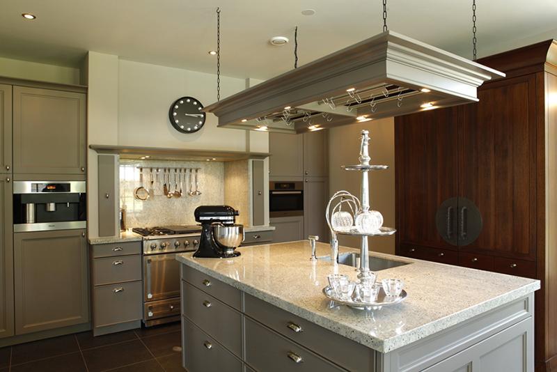 The Art of Living, Exclusief wonen, Keukenhuys De Tweede Kamer, keuken, kookeiland, klassiek, modern, villa, oven, kast, tegelvloer