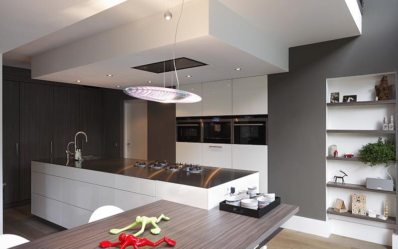 The Art of Living, Exclusief wonen, Van Ham Maatkeukens & Interieur, Van Den Berk Elektro, Interieurarchitect B-TOO, moderne keuken, designkeuken, kookeiland, keukenblad, wit, hout, exclusief, modern