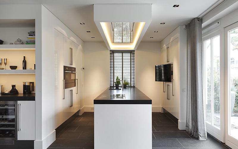 The Art of Living, Exclusief wonen, BD Design, Exclusieve verlichting, Van Essen Interieurs & Keukens, Overgauw, Beeld & Geluid, keuken, licht, lamp, interieurdesign, tegelvloer, gordijnen, shutters, keukenapparatuur