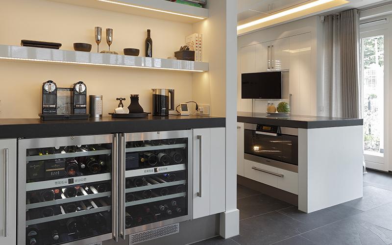 The Art of Living, Exclusief wonen, Van Essen Interieurs & Keukens, Noort interieur BV, Overgauw, 0Beeld & Geluid, keuken, bar, design, interieur, design, koeling, oven, televisie, gordijn