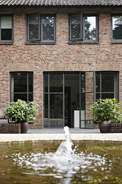 The Art of Living, Exclusief wonen, Van Delft Handelsonderneming bv, Interno schilderwerken, klassiek, vijver, buitenpui, hovenier, exterieur, glas