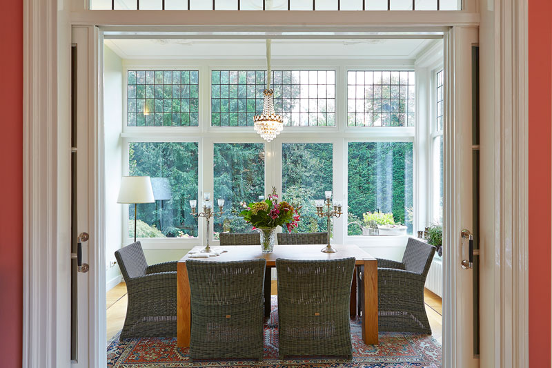 The Art of Living, Exclusief wonen, Glas-in-lood Ramen Vooroorlogse villa Monumentaal Woonkamer Uitzicht, klassiek, schuifdeur, kroonluchter