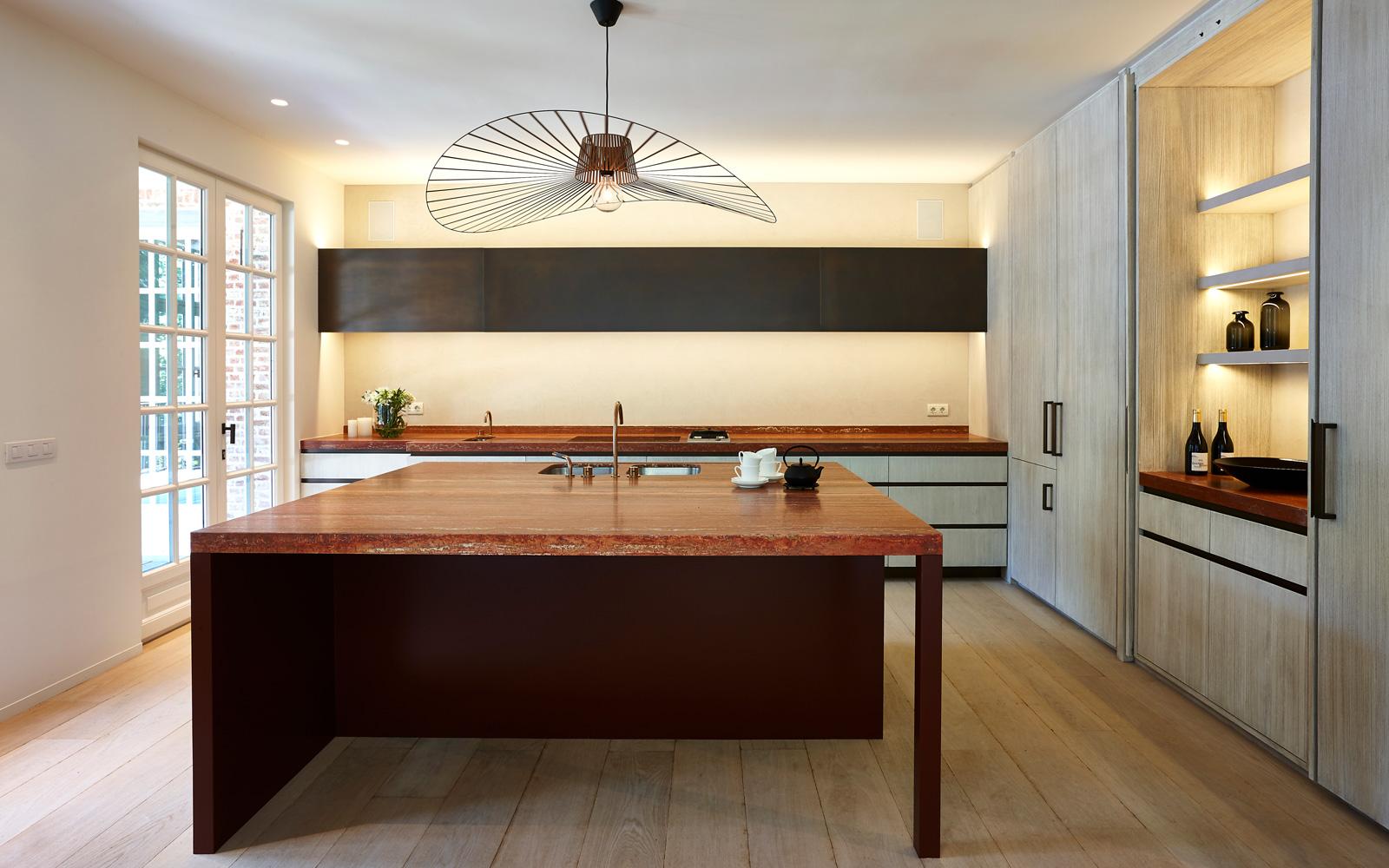 The Art of Living, Exclusief wonen, Vlassak-Verhulst, lamp, verlichting, deuren, glas, hout, keuken, keukeninspiratie, kookeiland, laminaat, designkraan, designverlichting