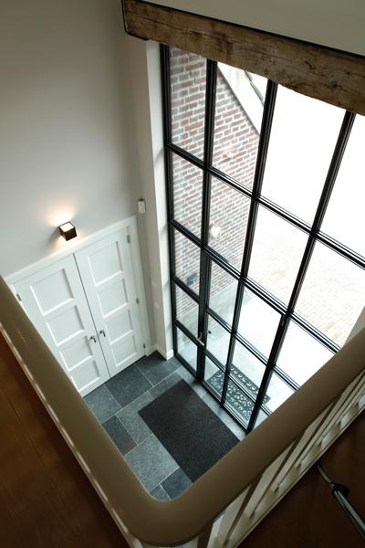 The Art of Living, Exclusief wonen, Stalen deuren, stalen ramen, MHB bv, panoramisch, hoge ramen, Van de Ven Architecten, tegelvloer, hout, wit, glas