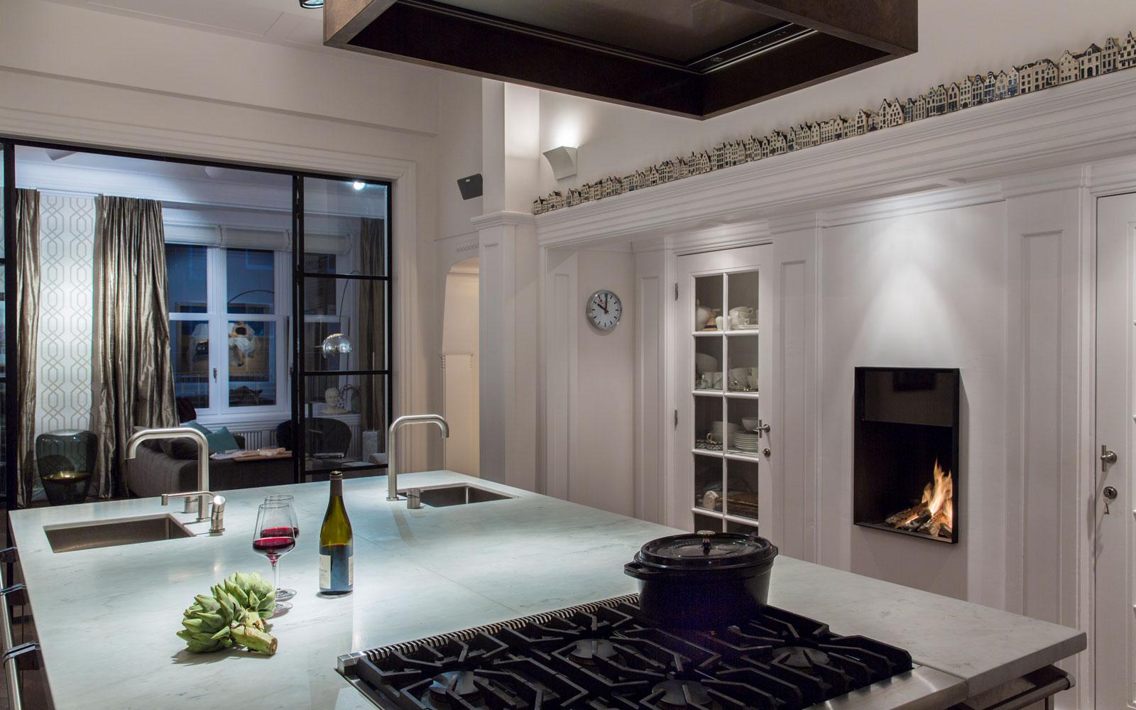 Co van der Horst is verantwoordelijk voor de stoffering in dit luxe appartement.