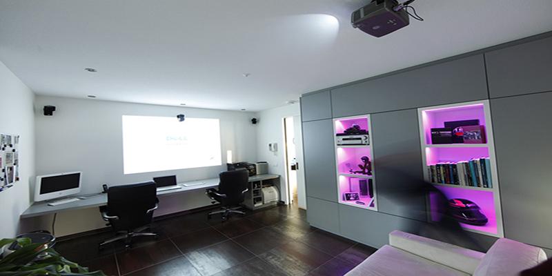 The Art of Living, Exclusief wonen, Architect Crepain, penthouse, design, bureau, desk, domotica, tegelvloer, stucwerk, bureaustoelen, interieur