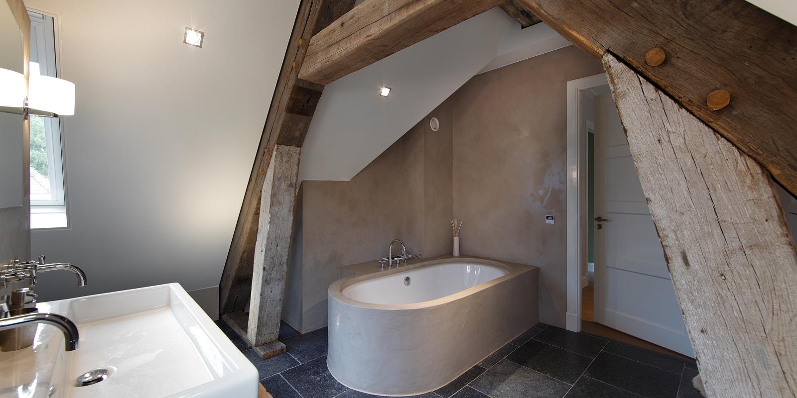 The Art of Living, Exclusief wonen, Wellness, luxe badkamer, warme stijl, authentieke accenten, luxe badkuip, Simon Stukadoors