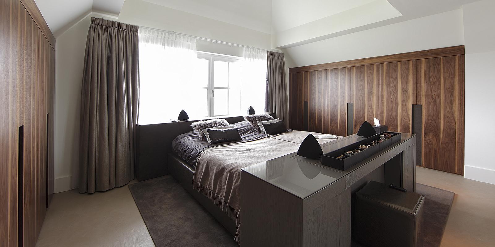 The Art of Living, Exclusief wonen, Welterusten goed slapen VOF, slaapkamer, design, interieur, bed, luxe, comfort, inspiratie, gordijnen, houten kast, vloerkleed, decoratie