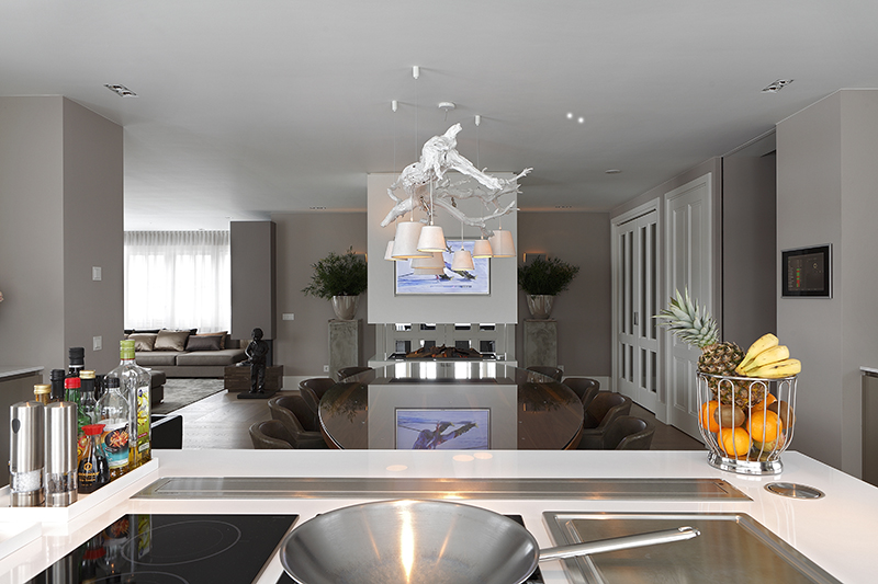 The Art of Living, Exclusief wonen, Manders Keukens, keuken, design, kachel, eetkamer, interieur, verlichting, televisie, fornuis, luxe