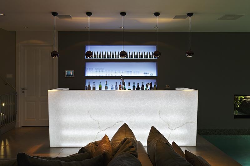 The Art of Living, Exclusief wonen, Lotec zwembadtechniet NL, Maretti Projectverlichting, bar, luxe, zwembad, lounge, lounge, wellness, design, interieur, modern, verlichting