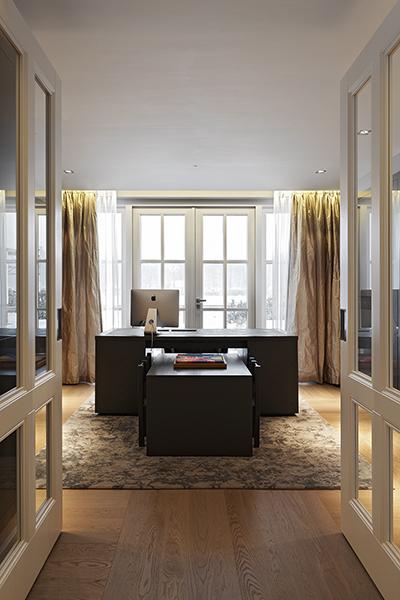 The Art of Living, Exclusief wonen, Robert Kolenik Interieuradvies, interieurdesign, gordijnen, werkkamer, bureau, luxe deuren, vloerkleed, laminaat