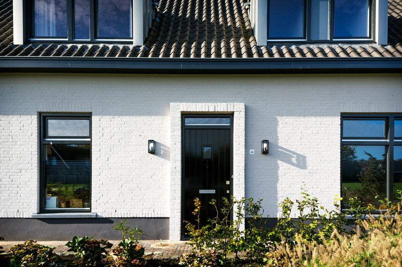 The Art of Living, Exclusief wonen, VLCS Architecten landhuis, wit, ramen, modern, stijl, exterieur, stucwerk, schilderwerk