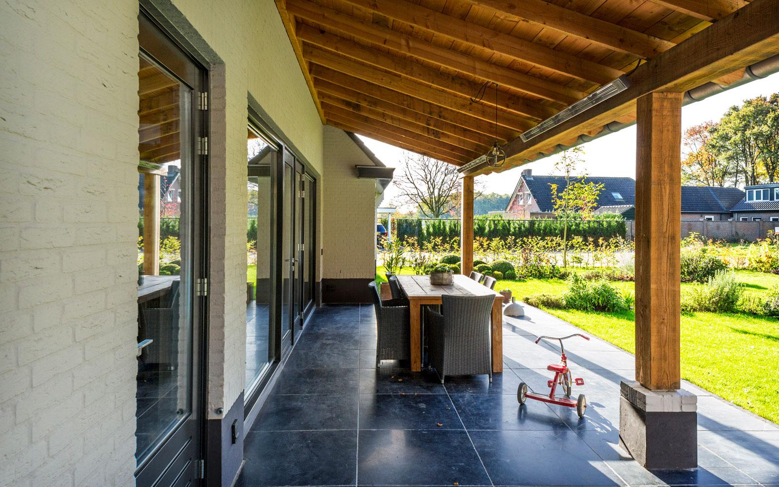The Art of Living, Exclusief wonen, Van Gogh Bouwbedrijf, tuin, garden, landhuis, terras, lounge, tuinarchitectuur, tegelvloer,