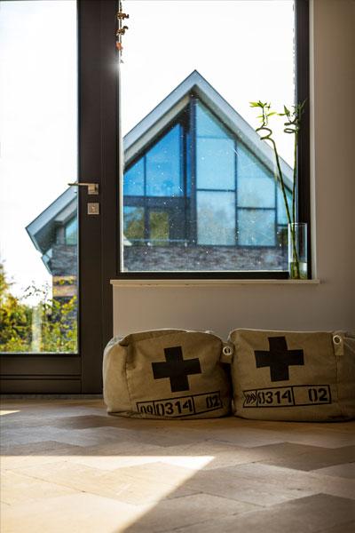The Art of Living, Exclusief wonen, Interieur, design, raam, kozijn, decoratie, lichtinval, laminaat