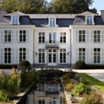 The Art of Living, Exclusief wonen, Vlassak-Verhulst, landhuis, wit, tuin, vijver, klassiek, hovenier, tuinarchitectuur, architectuur, oprit, beplanting