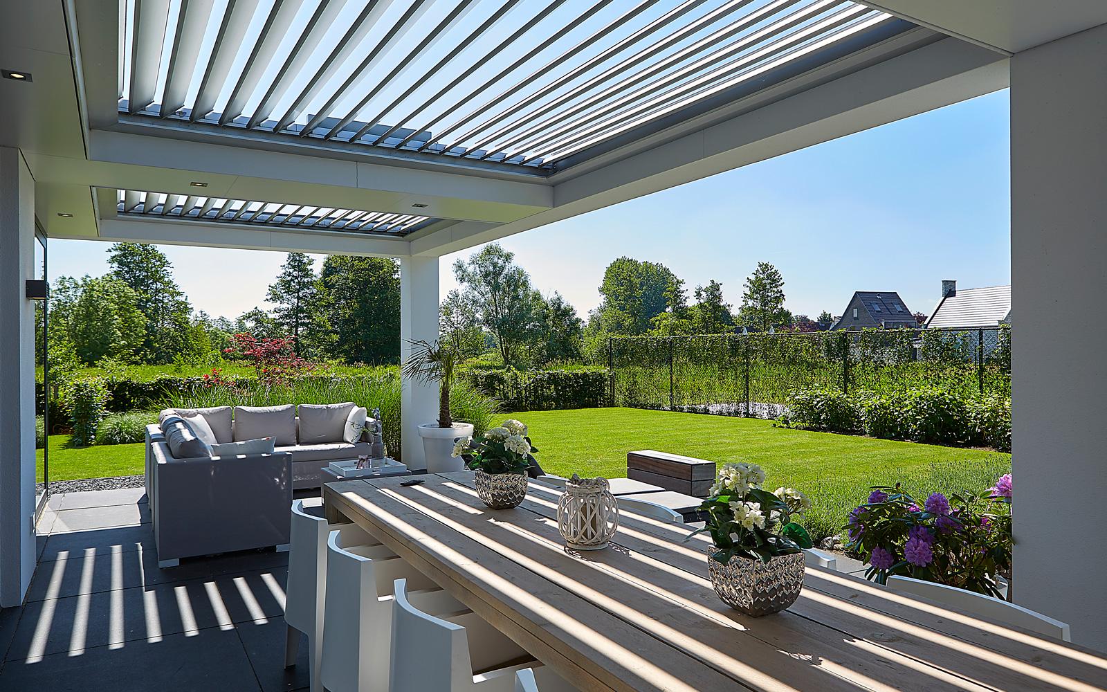 Het mooie dak van Livium staat mooi op de tuin die ontworpen is door Van Mierlo.