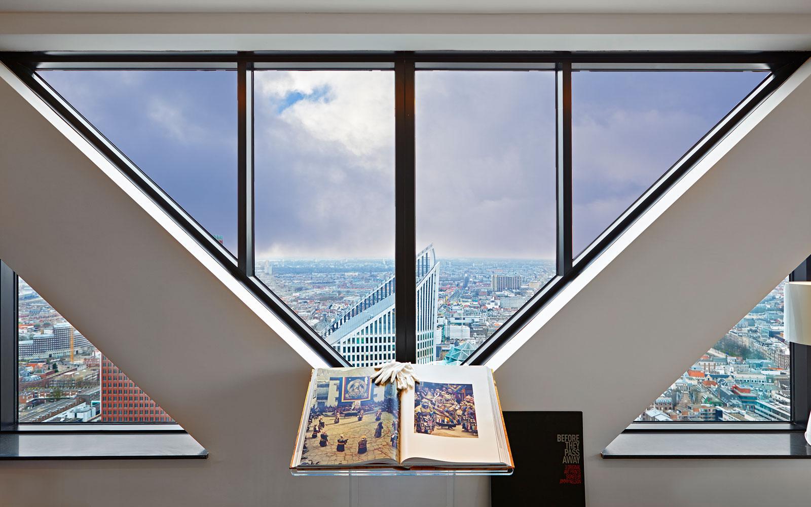 The Art of Living, Exclusief wonen, Penthouse Roelfien Vos Babylon Residences Uitzicht, uitzicht, luxe, design, interieur, ramen, stucwerk