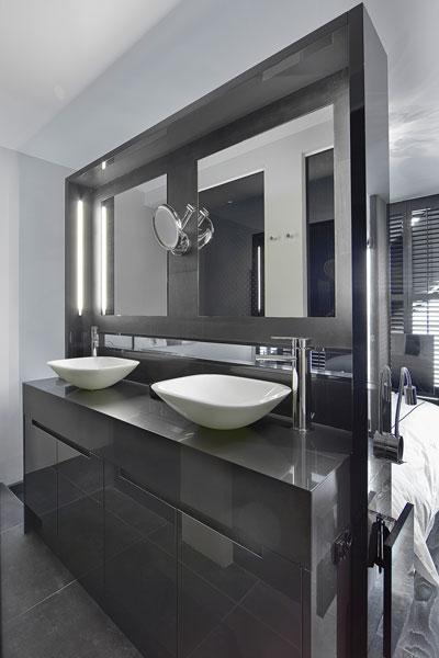The Art of Living, Exclusief wonen, Badkamer Wastafel Aquaprojects Van Schijndel Totaal Techniek, badkamer, spiegels, design, sanitair, zwart, tegelvloer, modern