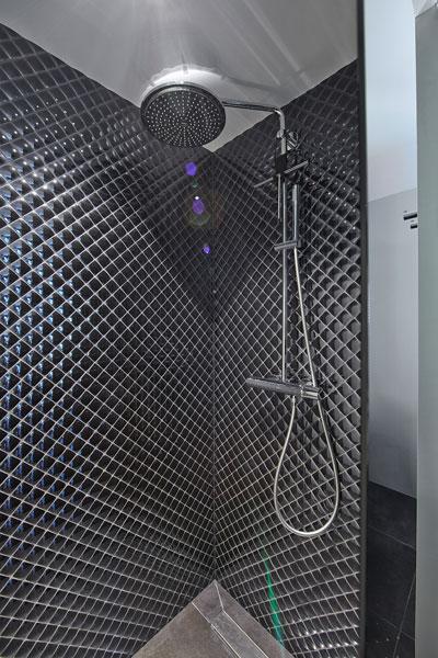 The Art of Living, Exclusief wonen, Douche Tegelwand Badkamer Aquaprojects Van Schijndel Totaal Techniek, douche, badkamer, design, zwart, exclusieve douchekop, sanitair