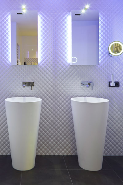 The Art of Living, Exclusief wonen, Badkamer Wastafel Aquaprojects Van Schijndel Totaal Techniek, sanitair, badkamer, tegelvloer, exclusieve badkamer, spiegels,