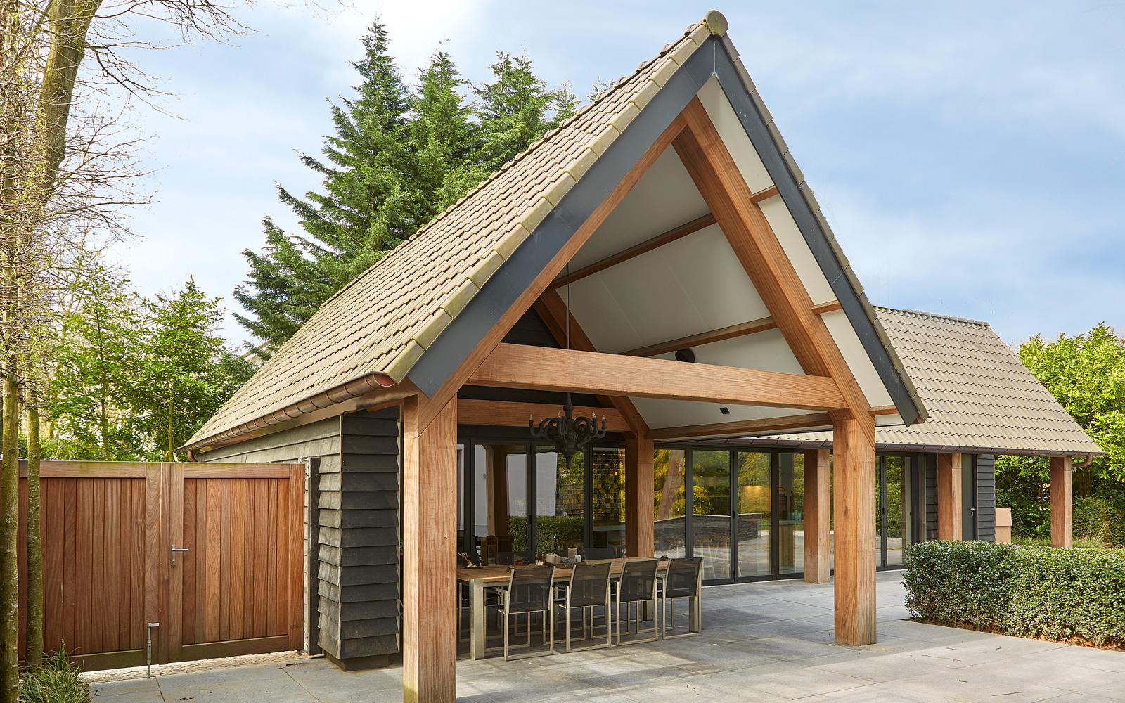 Van Pelt architecten heeft ook het tuinhuis ontwikkeld.
