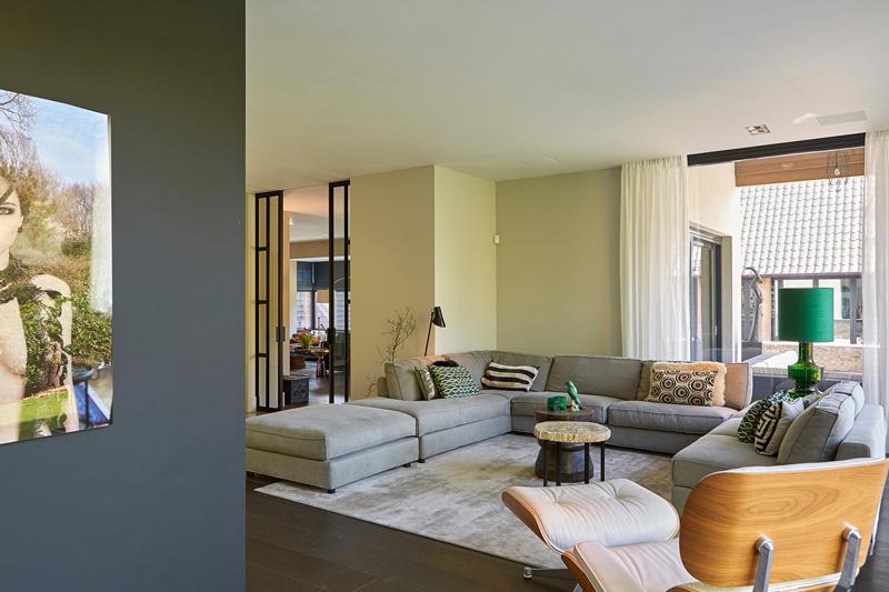 Van Zantvoort Bouwbedrijf heeft de bouw van deze villa gerealiseerd.