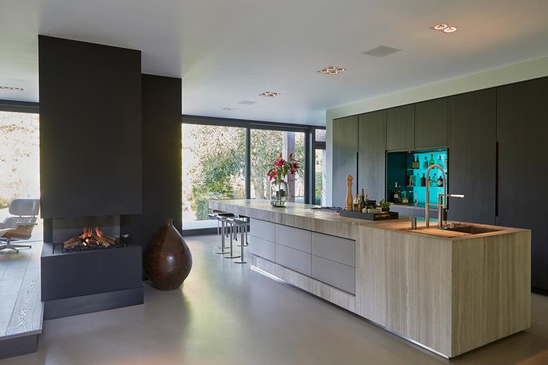 Culimaat heeft die keuken gerealiseerd die mooi staat bij de open haard van Boley