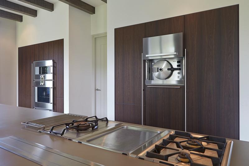 The Art of Living, Exclusief wonen, Keuken, Bulthaup, keuken, fornuis, gasfornuis, oven, design, keukenapparatuur, houten kasten