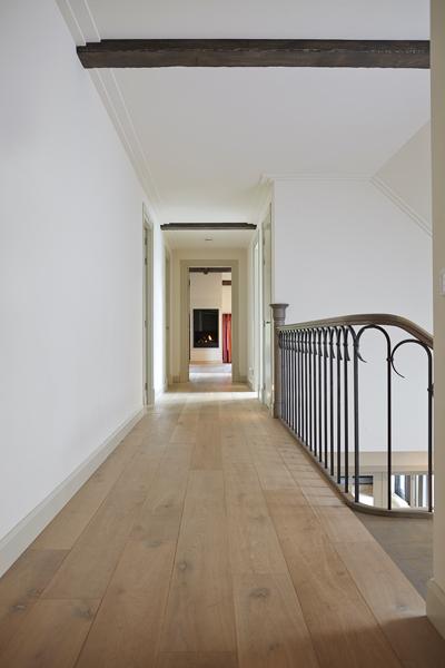 The Art of Living, Exclusief wonen, Parket, Meubiflex BV, parket, vloer, hal, railing, gang, trap, stucwerk, laminaat
