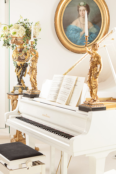 The Art of Living, Exclusief wonen, Pianometropool Vleugel, piano, kunst, goud, wit, muziek, penthouse, luxe, goud, design