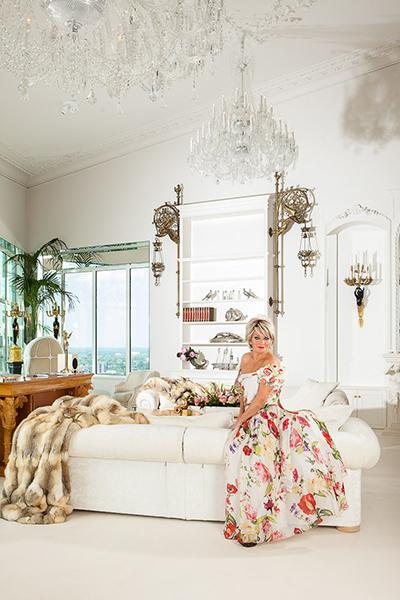 The Art of Living, Exclusief wonen, Bergers Interieurs (meubelen/gordijnen), Kroonluchters/antiek, A.J.M.de Bruijn, interieur, woonkamer, luxe, kroonluchter, penthouse, Marjan Strijbosch, inrichting
