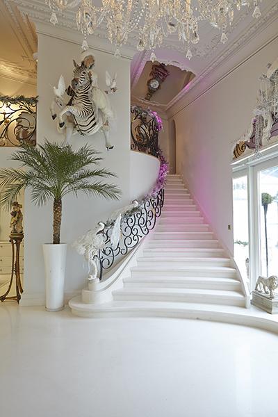 The Art of Living, Exclusief wonen, Emenem Building Automation, trap, stairs, kunst, kroonluchter, penthouse, luxe, kunst, exclusieve trap