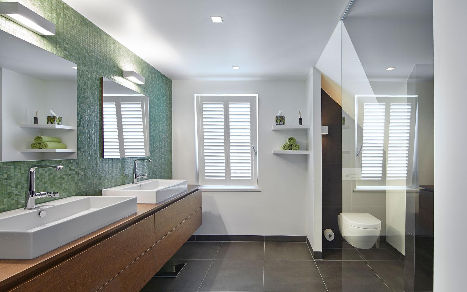 The Art of Living, Exclusief wonen, Elektro/verlichting, Schepers Elektrotechniek, badkamer, douche, verlichting, sanitair, tegelvloer, glas, shutters, hout