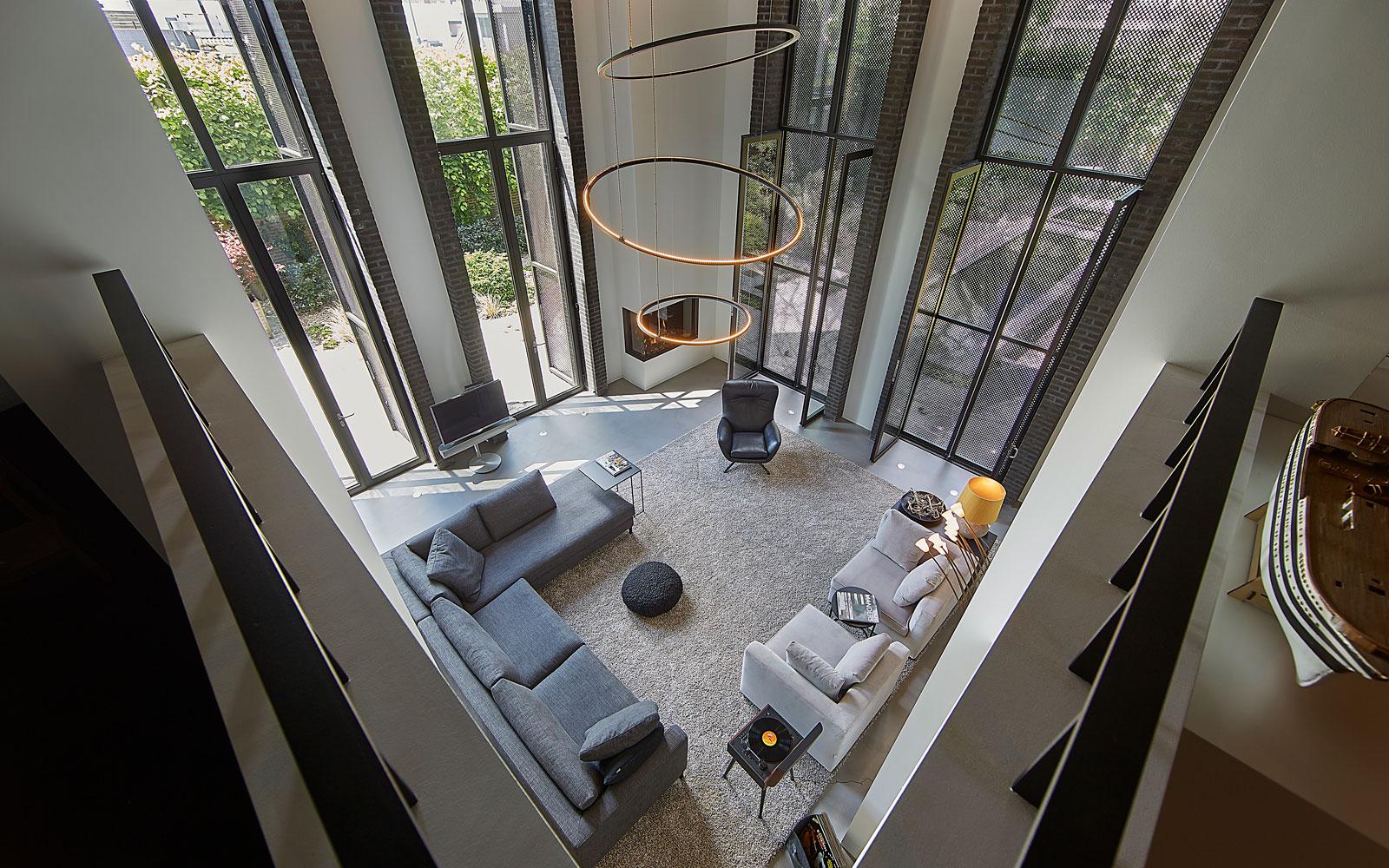 Jacco Maris Design heeft de exclusieve verlichting in de woonkamer ontworpen.