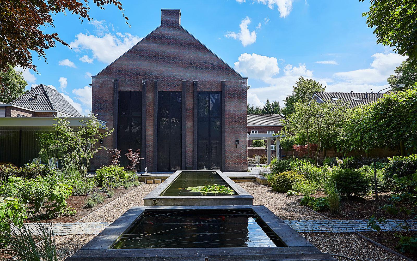 Bob Manders heeft de prachtige architectuur van deze villa gerealiseerd.
