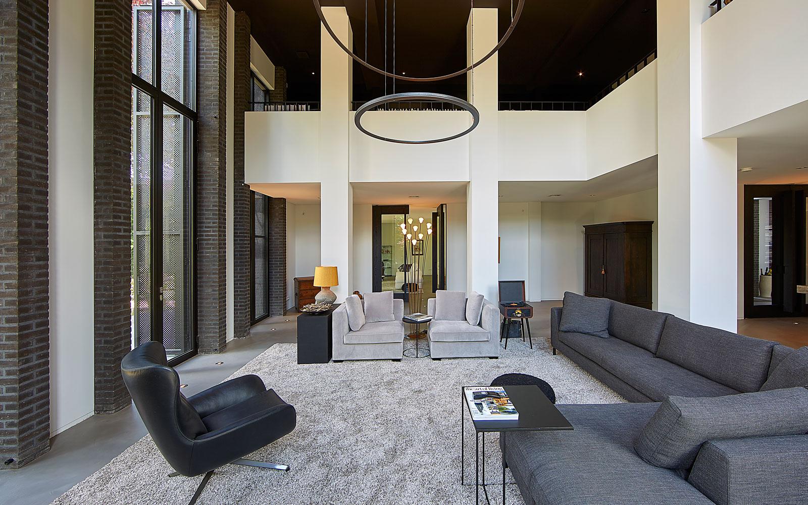 De designverlichting van Jacco Maris Design staat mooi bij het interieur van RAW.