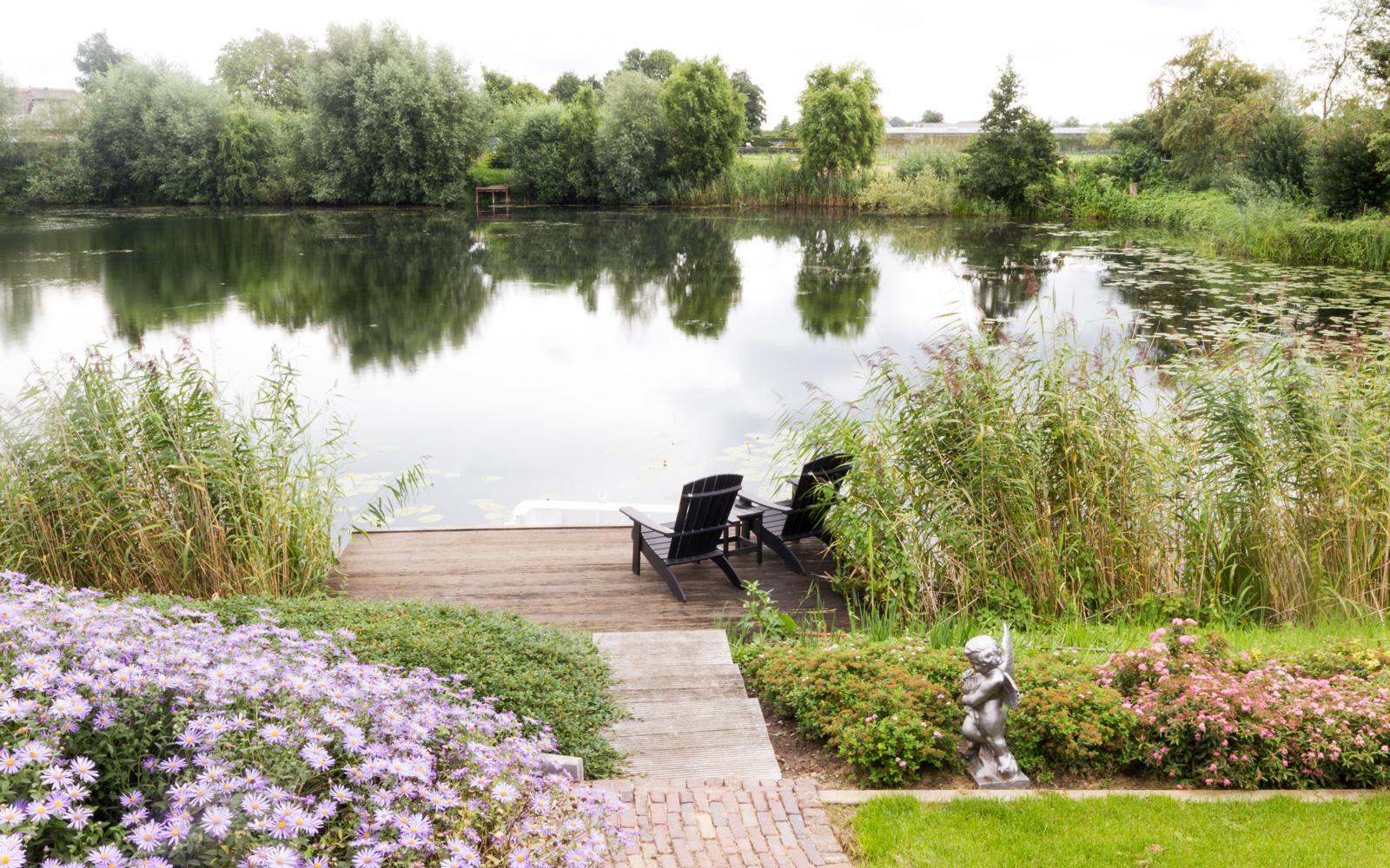 Exclusief wonen, The art of living, Barbara's Garden, Meer, Vlonder, Stoelen, Tuinligging
